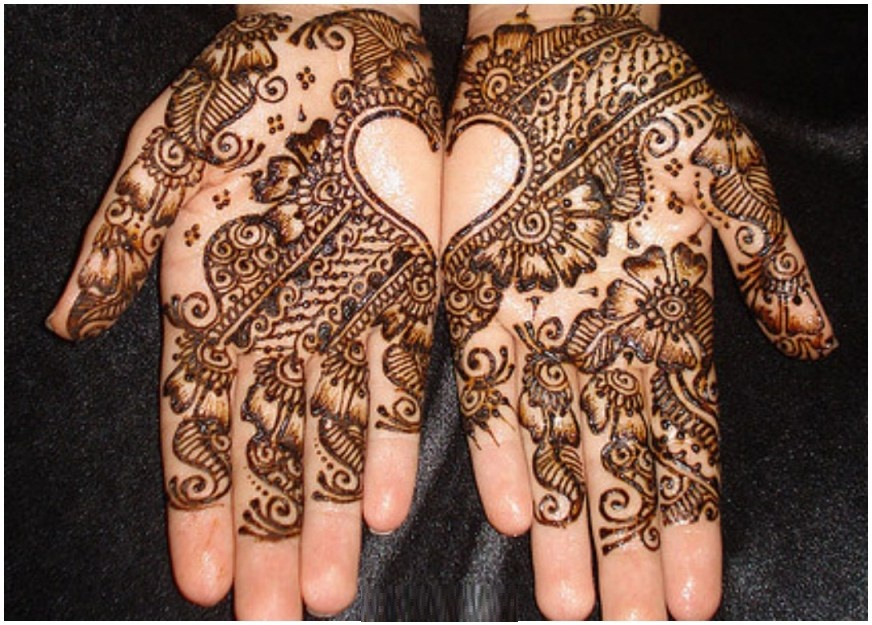 Women Hands Lovely Mehndi Designs 2016